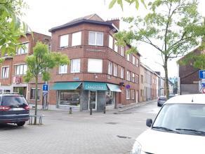 Goed gelegen handelswoning aan het De Becker Remyplein in Kessel-Lo. Op het gelijkvloers is een handelsruimte ingericht met een werkhuis (momenteel ee