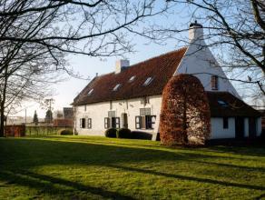 Eigendom Te koop Deze landelijk gelegen hoeve (grondopp 2.751m²) werd verbouwd door architect Stephane Boens en omvat een hoofdgebouw van