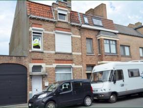 Mooie recent gerenoveerde woning op een boogscheut van de Brugse binnenstad.Via de ruime inkomhal bereik je de gezellige woonkamer met zicht op terras