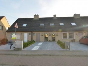 Gunstig gelegen te Steenbrugge heeft deze eengezinswoning heel wat in huis. Zonnige woonkamer met nieuwe keuken, berging en toilet. Fraai aangelegde t