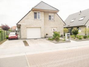 Recente open gezinswoning gelegen op een boogscheut van Brugge Centrum. Deze woning is gelegen in een rustige woonwijk!<br /> Bestaande uit inkomhal m