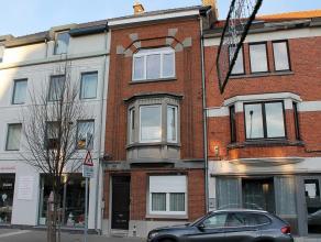 Duplex appartement (tweede en derde verdieping) met twee slaapkamers gelegen in het centrum van Tienen op wandelafstand van de Grote markt. Indeling a