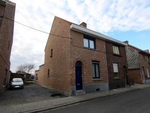 Ruime woning met o.a. 4 slaapkamers, parkeermogelijkheden, aangename tuin en een bewoonbare oppervlakte van 120m². Op het gelijkvloers van de won