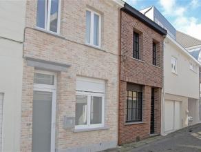 Deze woning is gelegen aan een rustige straat in het centrum van Ninove, op korte afstand van winkels, scholen en openbaar vervoer.De woning omvat op