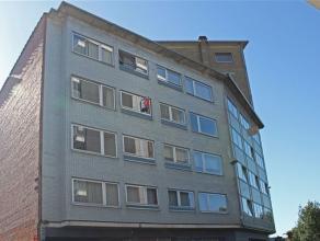 Zeer ruim en mooi appartement te huur aan de stadsrand van Aalst. Het appartement is gelegen op de 3de verdieping en omvat een inkomhall, zeer ruime l