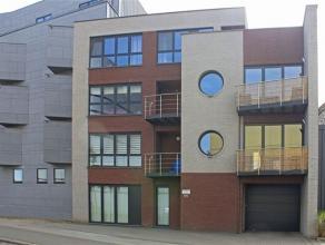 Modern 2 slaapkamer appartement gelegen aan de stadsrand van Aalst. Dit appartement omvat: inkomhall, woonkamer, terras vooraan, ingerichte keuken, be