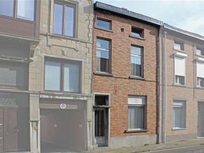 Deze mooie statige woning is centraal, doch rustig gelegen, op korte afstand van het centrum van Aalst en in de nabijheid van station, scholen enz...D