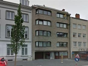 Gezellig appartement gelegen op de 3de verdieping van het gebouw vlakbij het station van Aalst. Het appartement omvat: inkom, woonkamer, keuken, terra