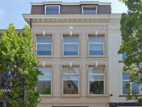 Gezellig appartement gelegen in een van de drukste winkelstraten van Aalst. Dit appartement is gelegen op de 3de verdieping en omvat een leefruimte me