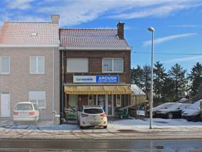 Deze woning is gelegen langs een drukke verbindingsweg (Asse - Dendermonde, Asse - Aalst) en is dus ideaal gelegen voor commerciële doeleinden. M
