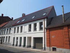 Prachtig nieuwbouwappartement / penthouse van 106 m² met 2 slaapkamers in centrum Tielt!Ligging: Centrum Tielt. Op wandelafstand van de markt, ba