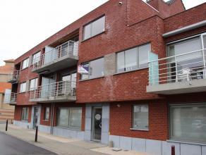 Ruim 2-slaapkamer appartement met garage in centrum Deinze!Ligging: Centrum Deinze op wandelafstand van de Tolpoortstraat en de Markt van Deinze. Nabi
