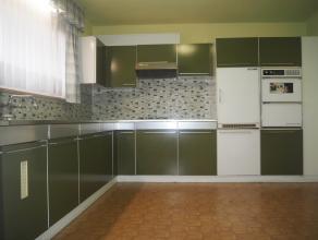 Te renoveren woning met 3 slaapkamers en garage op 167 m² in hartje Wakken.Ligging: Op wandelafstand van centrum Wakken, in nabijheid van openbaa
