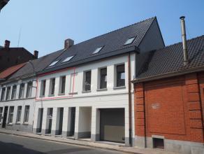 Gezellig nieuwbouwappartement van 84 m² met 2 slaapkamers in centrum Tielt! Ligging: Centrum Tielt. Op wandelafstand van de markt, bakker, bank,