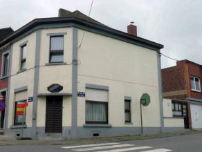 TRES BELLE MAISON AVEC POSSIBILITE GARAGE (50,- euro), composée d'un séjour, salon, cuisine équipée avec coin à man