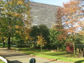 Deze zeer centraal gelegen STUDIO (50m²) mÃÂt SLAAPHOEK, PRIVATIEF TERRAS & KELDER bevindt zich op de 3de verdieping van