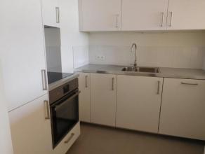Appartement rénové de 1 chambre avec sous-sol, terrace et place de parking, à proximité de tous les commodités mode