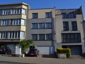 Agréable duplex situé au 2ème étage d'un petit immeuble. Hall d'entrée, cuisine entièrement équip&eac