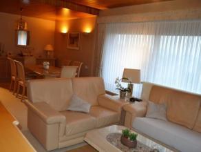 Penthouse situé au 8ème étage composé d'un hall avec vestiaire, cuisine équipée, living avec accès &a