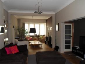 Appartement luxueux dans un petit immeible comprenant un hall d'entrée, un agréable living spacieux (54 m²), cuisine ouverte enti&e