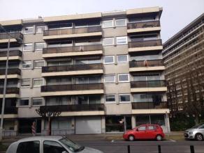 Bel appartement 2 chambres situé au 3ème étage dun petit immeuble. Lappartement est composédune salle de séjour (30
