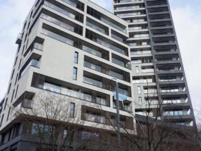 Prachtig nieuwbouw appartement gelegen op de 7de verdieping. Het appartement bestaat uit een inkomhal, mooie living met open ingerichte keuken beide u