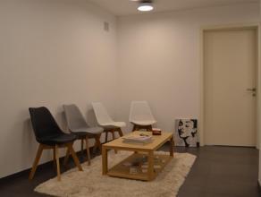 2 praktijkruimtes (2 x 14m²) voor paramedisch beroep op de eerste verdieping (met lift) van een recent gebouw in het centrum van Meise. Er is een