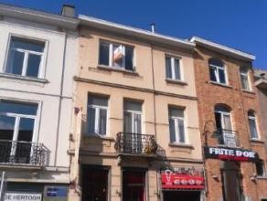 Duplexavec beaucoup de charme situé au2ème étage d'une petit immeuble rue De Wand. Composé d'unhall d'entrée avec v