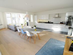Authentiek gerenoveerd appartement met 2 slaapkamers op een top locatie centrum Leuven. Via de lift bereik je de 2e verdieping en kan je het apparteme