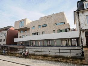 Dit energiezuinig nieuwbouw appartement is zeer rustig gelegen aan de Dijle. Via de Vaartstraat kan u met de wagen de ondergrondse parking binnenrijde