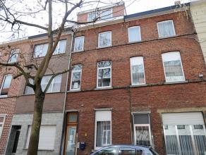 Dit gezellige studentenhuis is gelegen in een rustige staat te Leuven. Het pand bevindt zich tussen de verscheidene campussen en het station: ideaal v