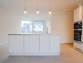 Energiezuinig nieuwbouw appartement met één slaapkamer en volledig geïnstalleerde badkamer. <br /> Het appartement geniet van een r
