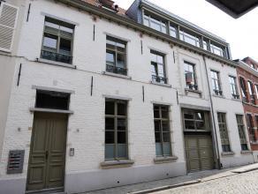 Zeer leuk appartement gelegen in het centrum van Leuven. Het appartement is volledig gerenoveerd met top materialen. De ruime inkomhal is voorzien van