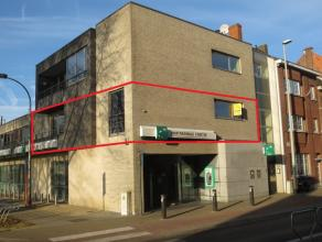 Ruim 3 slaapkamer appartement met een bewoonbare oppervlakte van 122 m², gelegen op de 1ste verdieping van een kleinschalig appartementsgebouw. N
