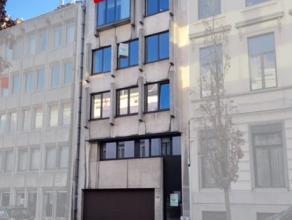 Ruim appartement nabij het station van Aalst. Dit appartement is gelegen op de vijfde verdieping en bestaat uit een inkomhal, apart toilet, 2 ruime sl