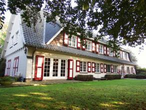 Dit unieke landhuis te Geraardsbergen ligt in een doodlopende straat temidden het groen en is de ideale uitvalsbasis voor een paardenliefhebber. <br /
