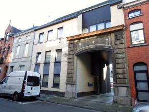 Ruim gelijkvloers nieuwbouwappartement in het centrum van Aalst. Dit appartement bestaat uit een inkomhal, ruime leefruimte, ingerichte keuken (dampka