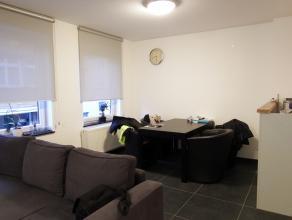 Ruim nieuwbouwappartement op de eerste verdieping in het centrum van Aalst. Dit appartement bestaat uit een inkomhal, ruime leefruimte, ingerichte keu