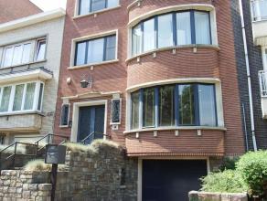 Prachtige burgerwoning in nabijheid van het park te Aalst! Deze woning bestaat op het gelijkvloers uit een ruime inkomhal met vestiaire en gastentoile
