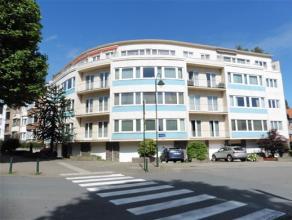 LAEKEN / Quartier Pagodes, dans un très bel immeuble de coin datant de 1962, appartement entièrement rénové de ±115