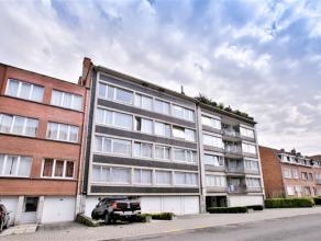 LAEKEN / Quartier Heysel, à proximité du Square Jean Palfyn et du métro Baudoin, dans une rue calme, bel appartement de ±9