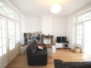 SCHAERBEEK, magnifique appartement de ±92m² habitables situé au 2ème étage. L'immeuble se situe à proximit&eac