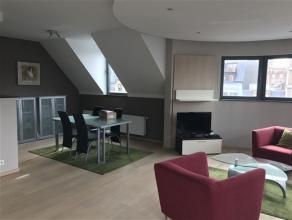 BRUXELLES Centre, dans un immeuble récent (2007), très bel appartement de ± 112m² habitables aux finitions de qualité