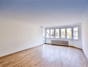 FOREST, à proximité de l'Altitude 100, dans une rue calme et arborée, très lumineux appartement de ± 105m² hab