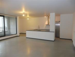 BRUSSEL Centrum, in een recent gebouw, prachtig appartement light of de 4e verdieping + terras van ±10m² - Ruime woonkamer van ±48m