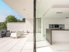 In Lebbeke, hebben wij voor u een prachtig, volledig afgewerkte woning op 390 m² in de aanbieding met ca 150 m² bewoonbare oppervlakte. De w