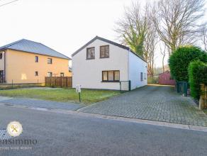 Vrijstaande woning met 2 slaapkamers in Genk            Gezellige gezinswoning op 3a92ca perceel, residentieel gelegen te Genk.Indeling: op het gelijk