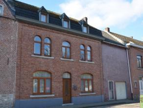 Située dans un quartier agréable, à proximité de toutes commodités et à 20 minutes de Namur. Elle se compose