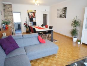Ruim gelijkvloers-appartement met 3 slaapkamers en terras in een goed onderhouden gebouw te Wilrijk! Indeling: ruime inkomhal met extra opbergruimte,