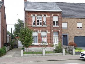 Zeer ruime gezinswoning met 3 slaapkamers rustig gelegen doch nabij het centrum van Sint-Lenaerts! Indeling: ruime inkomhal, ruime living, aparte eetk